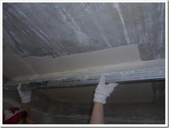 Как штукатурить потолок.
