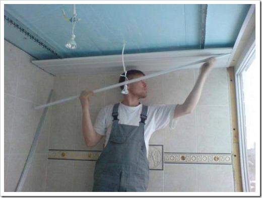 Как обшить потолок пластиковыми панелями?
