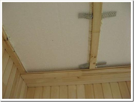 Как обшить потолок балкона вагонкой?