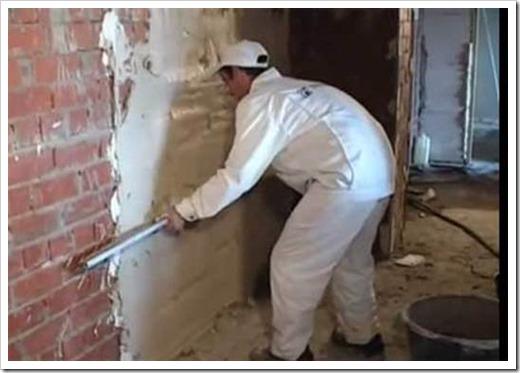 Как выровнять стены шпаклевкой по маякам?