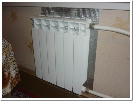 Как утеплить стену за батареей?