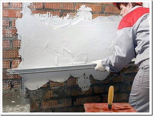 Как выровнять кирпичную стену?