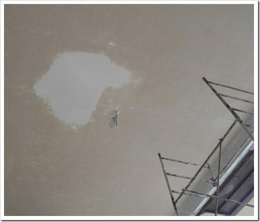 Как штукатурить потолок без маяков?