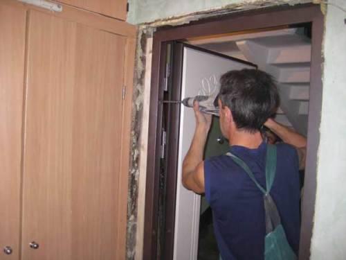 Как вставить входные двери