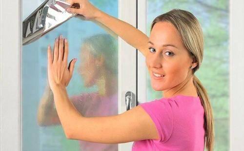 Как наклеить пленку на окно