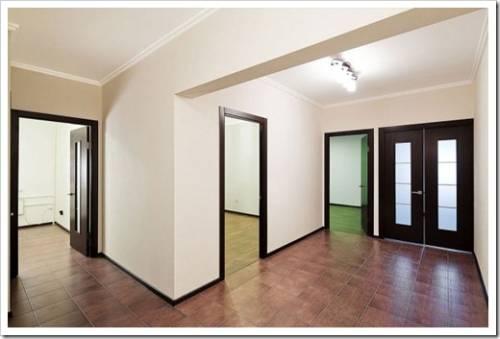 Выравниванием потолок, стены пол