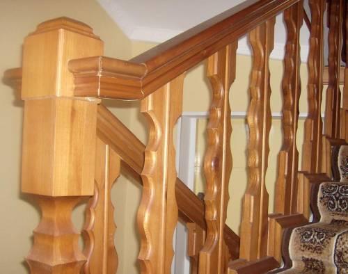 Как установить перила на деревянную лестницу