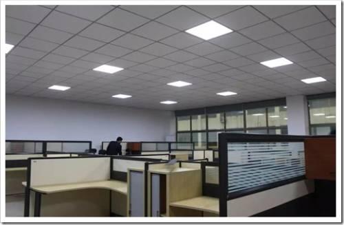 Почему светодиодные панели имеет смысл устанавливать в качестве самостоятельного источника света?