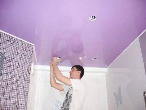 монтаж натяжных потолков в ванной