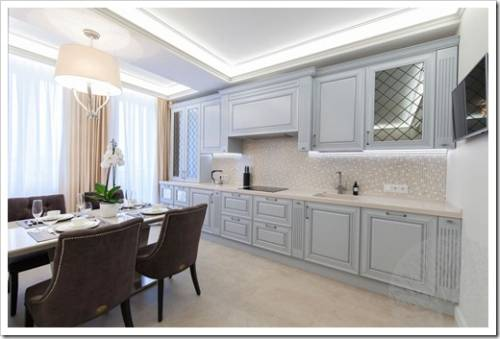 Кухонный гарнитур на неоклассической кухне