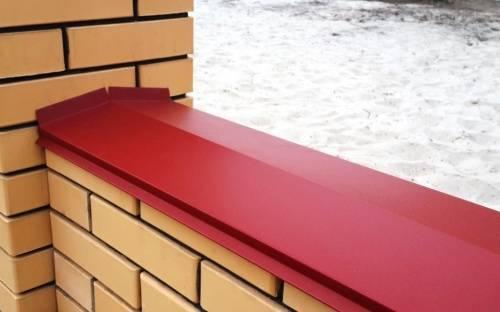 Как крепить парапет на забор