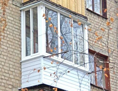 Как остеклить балкон в хрущевке