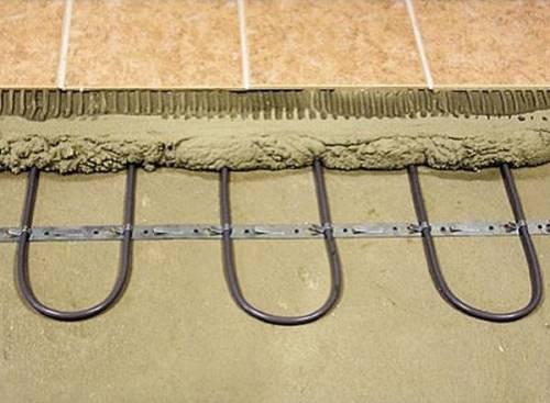 Монтаж греющего кабеля в стяжку