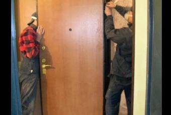 Как поменять входные двери
