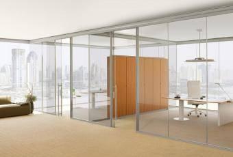 Преимущества стеклянных перегородок для офисов