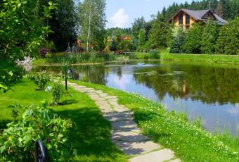 Преимущества и недостатки земельных участков у водоемов