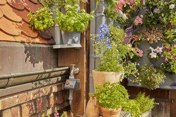Купить Комплект микрокапельного полива GARDENA для вертикального садоводства для 12 угловых емкостей