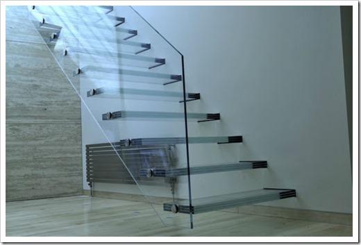 Преимущества стеклянных лестниц